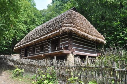 DSC_0831-bojkowski dom mieszkalny pochodzi ze Skorodnego w Bieszczadach (1906r.)