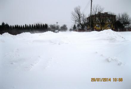 29 stycznia 2014 – g. 22.26 – Bogucin Kolonia – od 22 godzin droga jest nieprzejezdna. Aż się prosi o płotki przeciwśnieżne