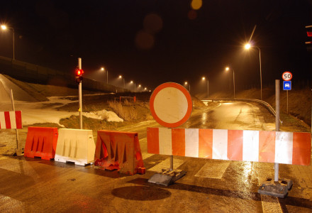 Marnotrawienie pieniędzy z budżetu Gminy Garbów. Niepotrzebne oświetlenie ponad kilometra drogi S17 przy węźle w Bogucinie