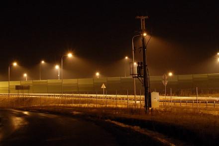 GDDKiA w Lublinie odpowiada odnośnie oświetlenia nieużywanej części węzła drogowego w Bogucinie. Nie da się wyłączyć i chroni przed złodziejami!