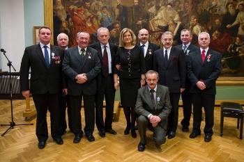 Odznaka Honorowy Dawca Krwi – Zasłużony dla Zdrowia Narodu dla Gustawa Jędrejka wiceprezesa Lubelskiej Izby Rolniczej