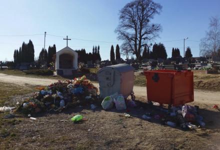 Dlaczego ludzie śmiecą na cmentarzu w Garbowie?