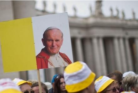 Święty Janie Pawle II módl się za nami. By Pan dał siłę swojemu ludowi. Bo bardzo jej teraz potrzebujemy
