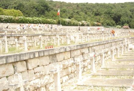 """""""Przechodniu powiedz Polsce, żeśmy polegli wierni w jej służbie"""" – 70 lat temu Polacy zdobyli Monte Cassino. Chwała bohaterom!"""