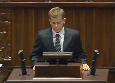 Licealista masakruje rządzących w Sejmie! ZOBACZ SAM!