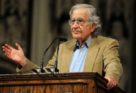 Noam Chomsky – 10 sposobów oszukiwania społeczeństwa przez rządy. [czytaj i myśl]