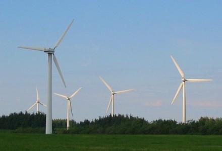 Odsunąć wiatraki od zabudowań – projekt PiS już w sejmie