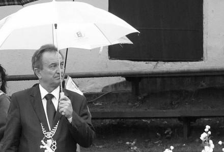 """Przez ten deszcz uciekli mi wszyscy """"…źli ludzie, wszelkiej maści malkontenci i awanturnicy"""" [Dożynki – Garbów 2014]."""