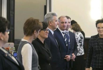 WPOLITYCE.PL: Kopacz hojna dla swoich: na nagrody dla rządowych urzędników poszło 95 mln zł!