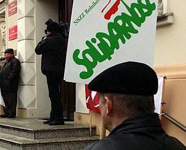 """""""…zaniechania w obszarze polityki rolnej doprowadziły do dramatycznej sytuacji na niemal wszystkich rynkach rolnych, co zagraża żywotności ekonomicznej polskich gospodarstw rodzinnych."""""""