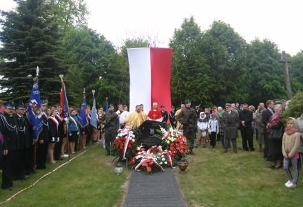 Uroczystość odsłonięcia pomnika w hołdzie żołnierzom pod dowództwem Jana Flisiaka ps. Chłopicki – Abramów, 17 maja 2015 r.