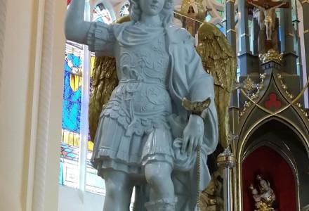 Figura Św. Michała Archanioła z góry Gargano w Sanktuarium Matki Boskiej Kębelskiej w Wąwolnicy