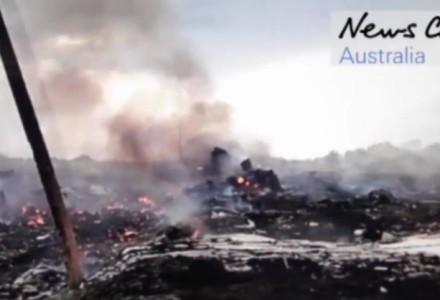 Wstrząsające nagranie z miejsca katastrofy MH17: Rosjanie plądrują bagaże ofiar. Mija rok od zestrzelenia samolotu.