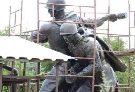 """Przełomowy wyrok ws. napisu na """"Czterech śpiących"""": sąd sugeruje likwidację pomników gloryfikujących komunizm!"""