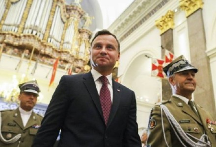 """Długi wywiad prezydenta Dudy dla portalu """"Politico"""". O Kaczyńskim, Tusku, bazach NATO, relacji z Berlinem i tym, co go budzi w nocy"""