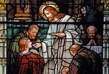 Komunia św. wzmacnia słabych, łączy rozdzielonych, ożywia umarłych [słowo na niedzielę]