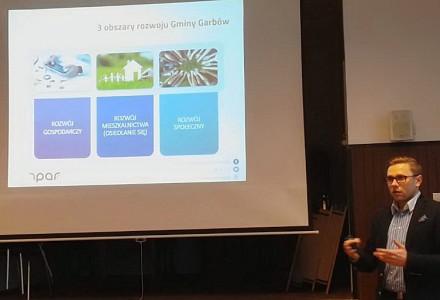 """""""Podsumowanie ankiety"""" – III spotkanie konsultacyjne dotyczące Strategii Rozwoju Gminy Garbów na lata 2016-2023 [wideo]"""