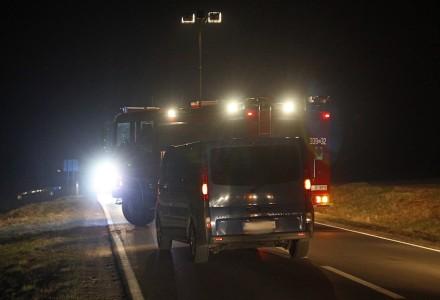 Tragiczny wypadek w Piotrowicach Wielkich. Zginął pieszy potrącony przez auto dostawcze.