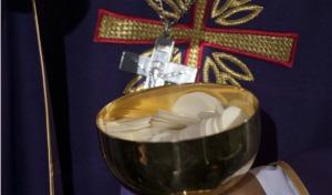Prowokacja podczas mszy w warszawskim kościele św. Anny