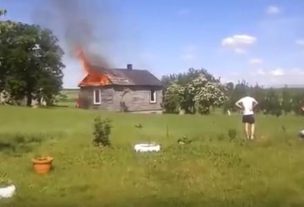 Gutanów: Kilka zastępów straży gasiło pożar drewnianego domu
