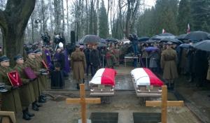 Polacy żegnają bohaterów. Pogrzeb płk. Matuszewskiego i mjr. Floyar-Rajchmana