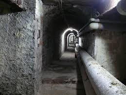 """Na Mokotowie odkryto ścianę śmierci. Prof. Szwagrzyk: """"Na każdym, kto ma odrobinę wrażliwości w sobie, wywoła szczególne emocje"""""""