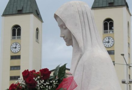 Abp Hoser o Medjugorje: To prorockie miejsce modlitwy o pokój na świecie