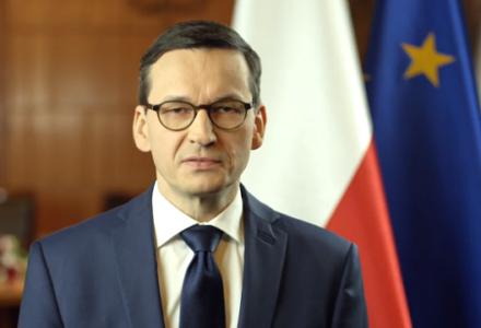 """Premier Morawiecki w orędziu: """"Chcemy walczyć z kłamstwem oświęcimskim w każdej jego postaci. Dlatego nowelizujemy ustawę o IPN""""."""