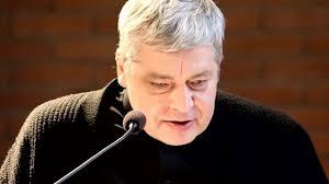 Ks. Piotr Pawlukiewicz : Dostosuj się do sytuacji, naginać się do innych!