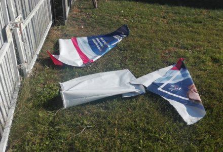 Wandale boją się dobrej zmiany w gminie Garbów. Zniszczone banery Tadeusza Barszcza w Woli Przybysławskiej