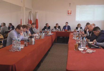 """28 grudnia 2018 – Sesja Rady Gminy Garbów. Urzędowa transmisja prawie """"bez głosu""""."""