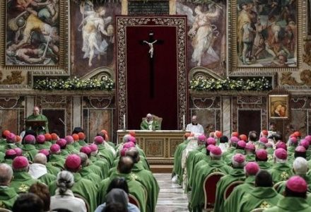 """""""Kto zagraża małoletnim, nie może pełnić posługi w Kościele"""". Trzeci dzień watykańskiej konferencji."""