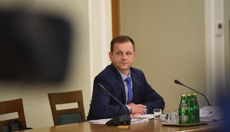 """NIEZALEZNA.PL: Wstrząsające zeznania przed komisją ds. VAT. Za PO-PSL uczciwi celnicy byli """"eliminowani""""!"""